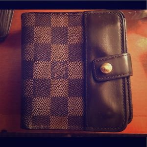 Auth. Louis Vuitton compact zip Wallet